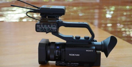 PXW-X70 with its full size handle